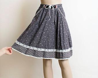 Vintage Gunne Sax Skirt - 1970s Black Gray Floral and Starburst Print Corset Lace Up Waist Prairie Skirt - Knee Length - Small XS