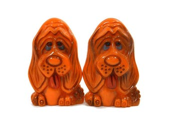 1970's Vintage Salt & Pepper Shakers Set, Burnt Orange Dogs, Plastic Hound Dogs, Retro Kitchen, Shaker Animals, Retro Collectible, Hong Kong