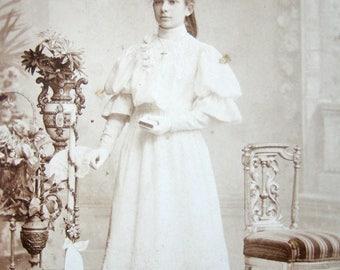 Antique communion Cabinet Card, Antique Confirmation Cabinet Card, Antique Victorian Cabinet Card, Antique pretty girl real photograph