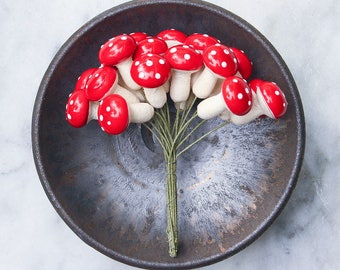 18 Vintage Spun Cotton Mushrooms / Large Toadstools / Woodland Fairy Garden / Vintage Craft Supply / NOS