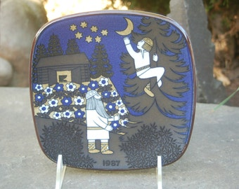 Fetching The Moon - Arabia of Finland 1987, Finnish Epic: the Kalevala, Annual Scandinavian Scenes / Folklore Plate by Raija Uosikkinen