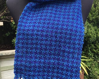 Handwoven wool scarf in blue houndstooth check
