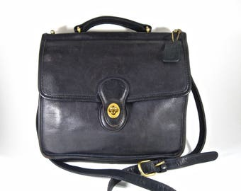 Coach Willis bag in black leather. 9927 Murphy Station crossbody purse w/ fob and handle.