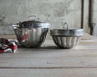 2 Vintage Pudding Molds / Baking Pans / Bakeware