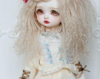 Short Platinum Blonde Wavy Tibetan Mohair Wig for Volks BJD SD MSD Pullip and Rosenlied Holiday Dolls