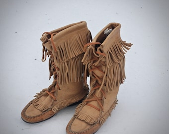 Vintage mocassin skinner trapper 17th-18th century style- tanned buckskin, 1970s Womens size 8 may fit trans / mens 6 - Made in Quebec