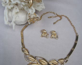 Combined Textures of Gold Leaf Collar Necklace, Bracelet, Earrings and Ring Ensemble