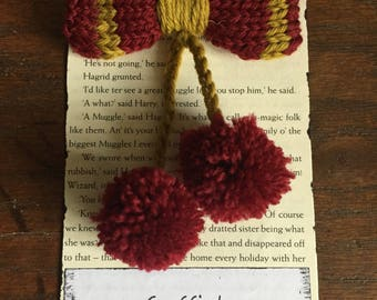 Hand Knitted Harry Potter brooch- Gryffindor