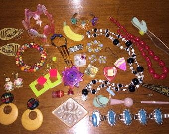 WHOLESALE Vintage Jewelry Collection DESTASH Vintage Plastics Celluloid Earrings Bracelets Necklaces Hat Ornament Pins Brooch Pins Trifari