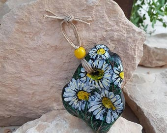 Daisies wall decor, Daisies decoration,Daisies art, Daisies stone, Daisies home decor, home decor, beach stone, Painted rocks, white, yellow
