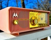 MARILYN PINK Mid Century Vintage Retro 1956 Motorola 56CD Tube AM Clock Radio Real Looker!
