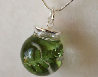 Fern necklace, fern and resin pendant, botanical necklace, fern pendant, resin necklace, resin pendant, forest necklace, fern jewelry
