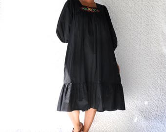 70s California Miss Dress | 70s Dress with Pocket. Black Prairie Dress. Hippie Caftan Dress. 70s Tent Dress. Short Mum Muu. Boho Midi Dress