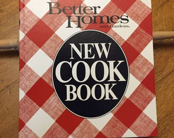 1982 Better Homes Gardens Cook Book, Vintage Red Plaid Hardcover,  Traditional Recipes Cooking Tips