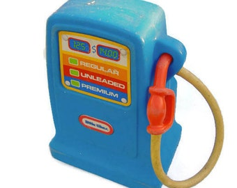 Toy Gas Pump, Little Tikes Toys, Little Tikes Cozy Coupe, Vintage Little Tikes, Toy Gas Station, Boy Toys, Vintage 90s Toys, Gas Pump Decor