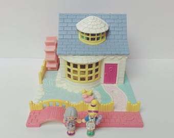 Complete 1994 Grandma's Cottage Polly Pocket With 2 Original Dolls