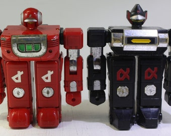 Scarce pair  Vintage VOLTRON II Gladiator Albegas Black and Red Robots 1983 Bandai/Popy Japan