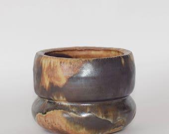 Pot en céramique fait main. Pot à fleurs. glaçure à effet feu.
