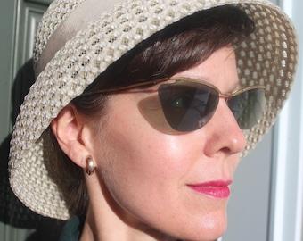 NEVER WORN! 1950s 60s Cream Ivory White Taffetas Woven Straw Mesh Sun Beach Summer Dome Bucket Brimmed Hat