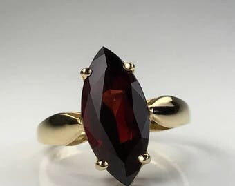 Vintage Garnet Ring. 14k Yellow Gold Setting. Unique Engagement Ring. Estate Jewelry. January Birthstone. 2 Year Anniversary Gift.