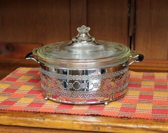 Pyrex Round Casserole & Lid With Carrier/Holder ~ 1.5 Quarts ~ 1930s ~ Clear Glass ~ Etched/Cut Lid ~ Covered Casserole ~ Serving Ware