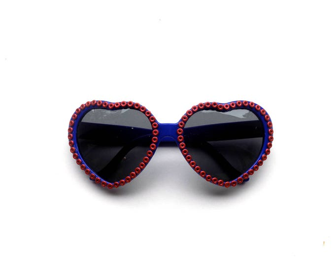 Phish heart-shaped sunglasses with Fishman donuts! Phishy embellished sunglasses, funky shades for Phish in Mexico and MSG!