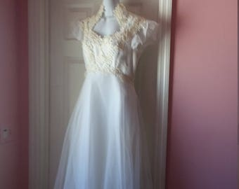 Size 10 Romantic Wedding Dress Ivory and Lace Vintage Floor Length Empire