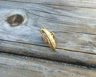 Vintage Gold Feather Pin, Feather brooch, Feather pin, Tiny Pin, Mini Pin, Collar Pin