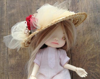 Straw hat, decorated with beige tulle and small paper flowers, for dolls Irreal Doll or similar