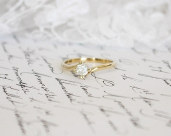 4.36mm White Moissanite in 9K Yellow Gold Ring with Heart-Shaped Claws (9ct), Engagement Ring