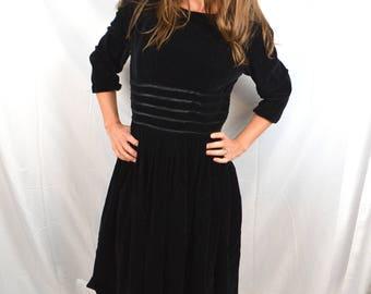 Lovely Vintage 50s 1950s Velvety Black Dress