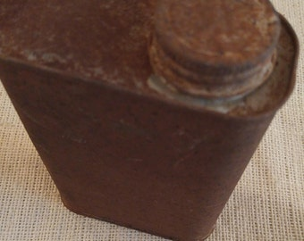 Vintage rusty can, farm relic, old rusty tin can, turpentine can, can for upcycle, rusty relic, farm salvage, assemblage alered art supplies
