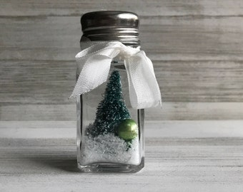 Salt Shaker Snow Globe - Green Tree/Vintage Green Ornament Inside