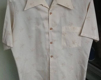 Vintage 70's Men's Button Up Shirt Size Large Made by Van Heussen