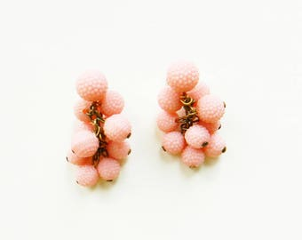 Vintage Fruity Pink Bauble Earrings / Vintage Clip On Earrings in Pastel Pink / Candy Pink Dangle Earrings / Mad Men Cocktail Party