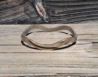 Sterling Silver Hinged Curvy Bangle Bracelet