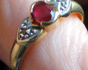 Vintage ring in 18 k gold with Ruby and two small diamonds. #GOLRB1