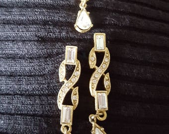 Beautiful Set of Earrings and Pin