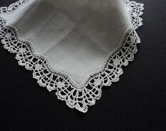 French vintage stunning hand made linen and lace handkerchief (05956)