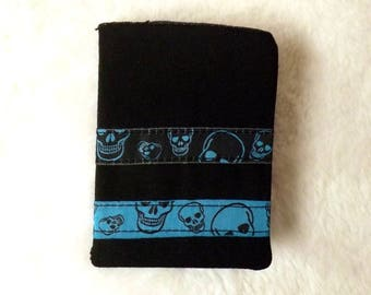 "Carry(wear) cards(maps) ""Tebo"" black denim with skulls"