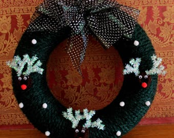 Christmas Wreath, Winter Yarn Wreath, Green christmas wreath, Snow Wreath, Christmas wall decor,