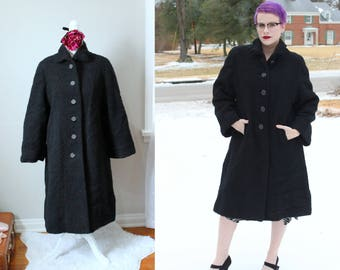 Vintage Ink Black Boucle Coat // 1940's Black Coat with Large Black Buttons and Green Satin Lining // Very Warm Swing Coat Women's Size M-L