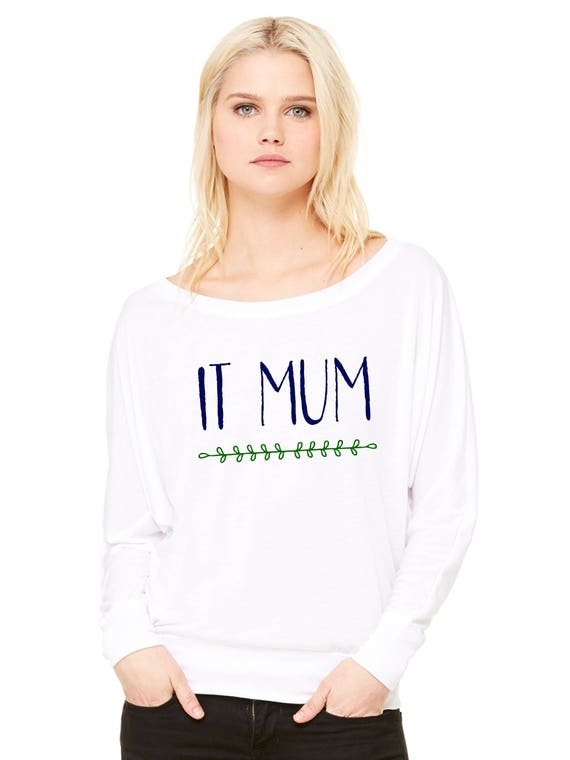 Woman tee with bat sleeves. IT MUM