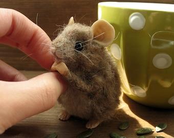 Mouse miniature needle felting