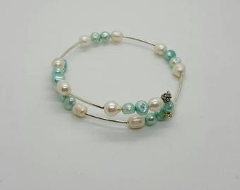 Light blue and white pearl memory wire bracelet  (BR013)