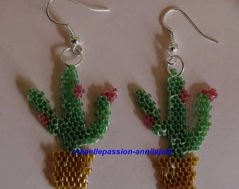 Earrings subject cactus bloom dainty glass beaded, beadwoven, cheerful and chic