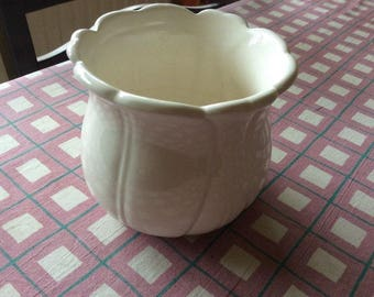 White ceramic flower pot holder