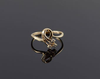 10k 0.05 CTW Diamond Shooting Star Swirl Ring Gold