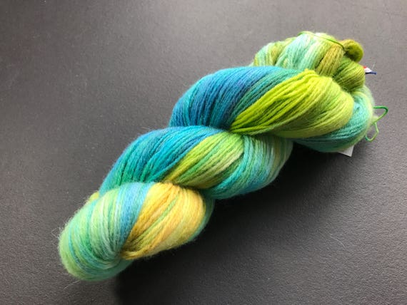 Hand dyed wool yarn 'made by Sjors II' in green, blue and yellow