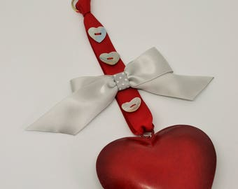 Red metal heart wall décor / hanging decoration / ornament with silver bow and mother of pearl buttons
